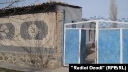 Дом Махмадюнуса Гиёева в селе Гузн Матчинского района стал местом проведения операции по поимке членов ИДУ. Фото: М.Мухаммадраджаб, 30.01.2013