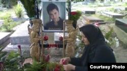 مزار بهنود رمضانی، از قربانیان اعتراض به نتایج انتخابات ریاست جمهوری سال ۸۸.