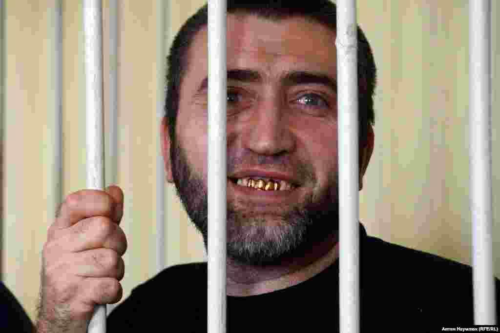 Енвер Мамутов. Батько сімох дітей з Бахчисараю, якого звинувачують в участі у «Хізб ут-Тахрір». Йому загрожує 10 років позбавлення волі