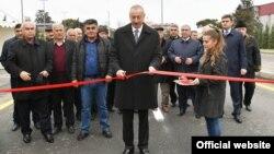 İlham Əliyev Mərdəkan-Qala yolunun açılışında