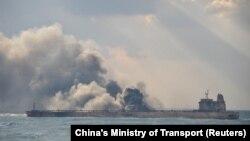 آتشسوزی در نفتکش سانچی به دلیل نوع محموله آن «احتمالا تا یک ماه» طول خواهد کشید.