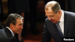 NATO Secretary-General Anders Fogh Rasmussen (left) and Russian Foreign Minister Sergei Lavrov (R) at last year's security conference in Munich