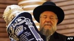 За нарушение религиозных норм в Израиле никого не наказывают. Можно жить светской жизнью, без оглядки на церковь