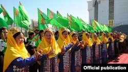 Lebap welaýatynda geçirilýän Medeniýet hepdeligi. Türkmenistanyň resmi metbugatyndan alnan surat.