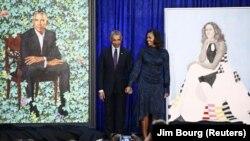 Барак жана Мишел Обаманын портреттери музейден орун тапты
