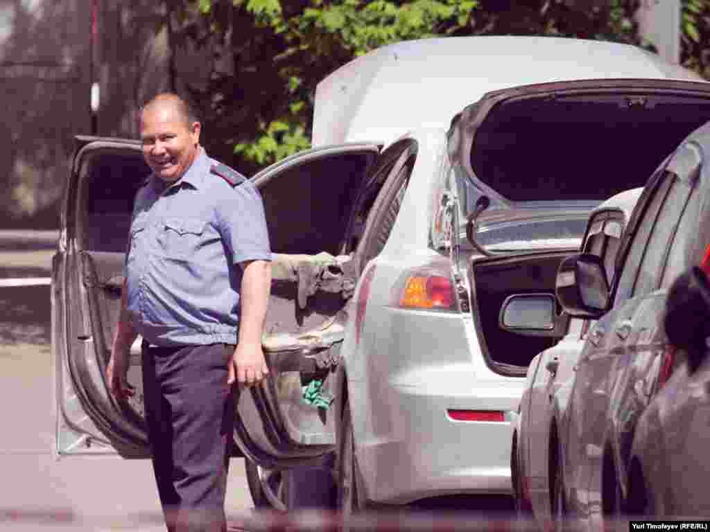 В 300-х метрах от места убийства был обнаружен автомобиль, на котором скрылись убийцы