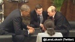 АҚШ президенті Барак Обама Ресей президенті Владимир Путинмен кездесіп отыр. Анталия, 15 қараша 2015 жыл.