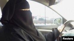 Ər-Riyadda qadın sürücü.