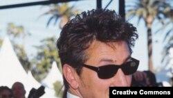 شان پن، یکی از هنرپیشگان فیلم کراسينگ اور است که قرار بود ماجرای قتل ناموسی در آن اتفاق بیفتد