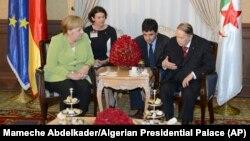 آخرین دیدار بوتفلیقه با یک رهبر خارجی؛ آنگلا مرکل ۲۰۱۸