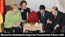 Абдельазиз Бутефлика (крайний справа) во время встречи с Ангелой Меркель, 17 сентября 2018