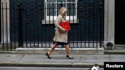 Мурдагы билим берүү министри Жастина Грининг. Лондон. 5-июль, 2016-жыл.