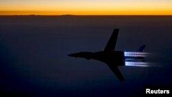 """قاصفة أميركية تحلق فوق شمال العراق بعد تنفيذها ضربات جوية ضد مواقع لتنظيم """"داعش"""" في سوريا"""