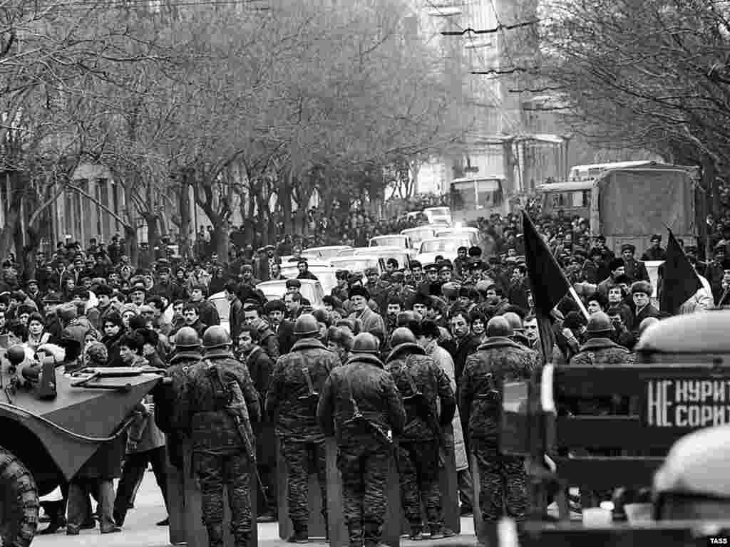Soviet troops face protestors in the streets of Baku, January 22, 1990.