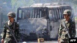 Манифестанты в Бангкоке начали поджигать городской транспорт