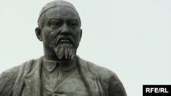Памятник казахскому поэту Абаю Кунанбаеву. Алматы, 4 августа 2009 год.