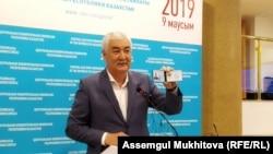 Кандидат от движения «Улт тагдыры» Амиржан Косанов на пресс-конференции в ЦИК. Нур-Султан, 6 мая 2019 года.