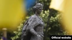 Пам'ятник Анні Київській, королеві Франції. Санліс, фото 26 червня 2017 року