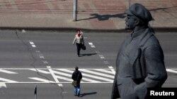 Ленин и сейчас живее всех живых