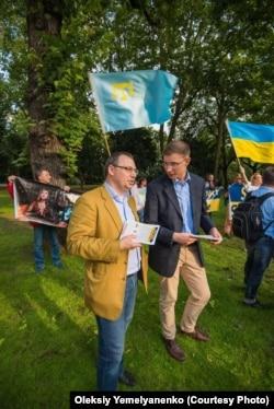 Олексій Ємельяненко (ліворуч)