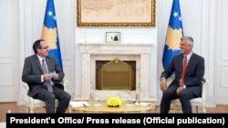Presidenti i Kosovës, Hashim Thaç dhe kryeministri Avdullah Hoti. Foto nga arkivi.