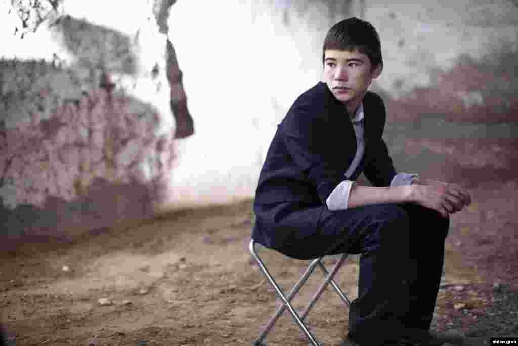 В казахстанский прокат вышла дебютная картина режиссера Эмира Байгазина «Уроки гармонии», завоевавшая за рубежом множество призов. Премьерный показ фильма о жизни подростков из казахстанской глубинки и их нравах, взаимоотношениях в школе собрал полный зал зрителей.