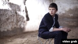 «Үндестік сабақтары» көркем фильмінде басты кейіпкер - Асланның ролін актер Тимур Айдарбеков сомдады.