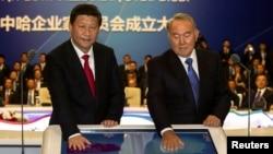 Президент Китая Си Цзиньпин (слева) и президент Казахстана Нурсултан Назарбаев на церемонии запуска газопровода в Китай. Астана, 7 сентября 2013 года.