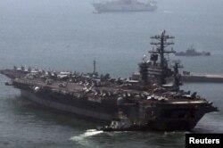 "Авианосец ВМС США ""Нимиц"" в Желтом море"