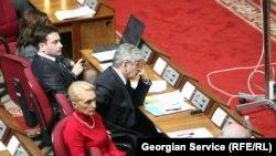 Гия Хухашвили: Можете посмотреть на парламентские кресла, и там совершенно конкретные люди лоббируют конкретный бизнес