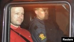 Anders Behring Breivik (solda), 25 iyul 2011