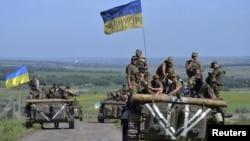 Українські військовослужбовці біля села Відродження, недалеко від Артемівська. Червень 2015 року. Ілюстраційне фото