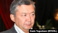 Бауыржан Мұхамеджанов Владимир Нимен қоштасу рәсімі кезінде. Алматы, 12 қыркүйек 2010 жыл