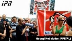 Акція протесту на захист телекомпанії «Руставі 2» біля будівлі грузинського парламенту в Кутаїсі, 3 жовтня 2015 року