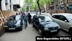 Компания «Ситипарк» пользуется дурной славой у автолюбителей столицы. Эмоции тбилисцев легко понять – стоит на пару минут оставить машину на разлинованной компанией проезжей части, могут не просто обязать заплатить штраф, но и уволочь машину на штрафную стоянку