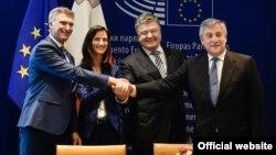 Украина менен ЕБ ортосунда визасыз режим макулдашуусуна кол коюлду.