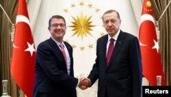 ԱՄՆ պաշտպանության նախարար Էշթոն Քարթերը Անկարայում հանդիպում է Թուրքիայի նախագահ Ռեջեփ Էրդողանի հետ, 21-ը հոկտեմբերի, 2016թ․