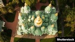 Собор приймає Софія Київська – пам'ятка української архітектури і монументального живопису, одна з небагатьох уцілілих споруд часів України-Русі (11-те століття)
