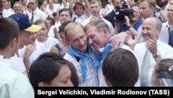 Володимир Путін і Леонід Кучма в таборі «Артек». 28 липня 2001 року