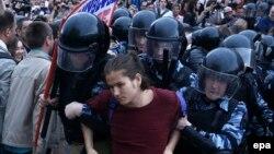 Diňe Moskwada 866 protestçi polisiýa tarapyndan tussag edildi, Moskwa, 12-nji iýun, 2017.