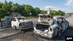 Ուկրաինա -- Այրված մեքենաներ Մուկաչևո տանող ճանապարհին, 11-ը հուլիսի, 2015թ․