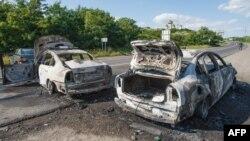 Спалені автомобілі на дорозі до Мукачева. 11 липня 2015 року