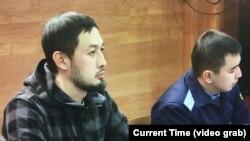 Азаматтық белсенді Әлнұр Ильяшев Алматы әкіміне қарсы арызы бойынша өткен сот процесінде. 24 желтоқсан, 2018 жыл.
