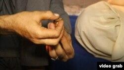 آرشیف/ از استفاده از چرس در پیشاور پاکستان این تصویر جنبۀ تزئینی دارد