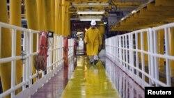 عسلویه، تأسیسات تولید گاز ایران.