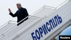 Джон Керри в аэропорту Киева 4 марта
