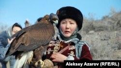 Среди участников соревнований беркутчи была девушка. Алматинская область, 23 февраля 2013 года.