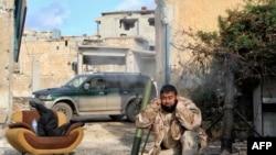 На месте боевых действий близ сирийского города Алеппо. Иллюстративное фото.