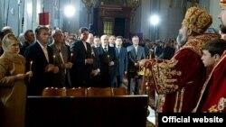 Президент Віктор Ющенко і Прем'єр-міністр Юлія Тимошенко у Великодню ніч були разом на богослужіннях.