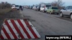 """Пункт пропуска """"Чонгар"""" на административной границе с Крымом. 29 декабря 2014 года."""